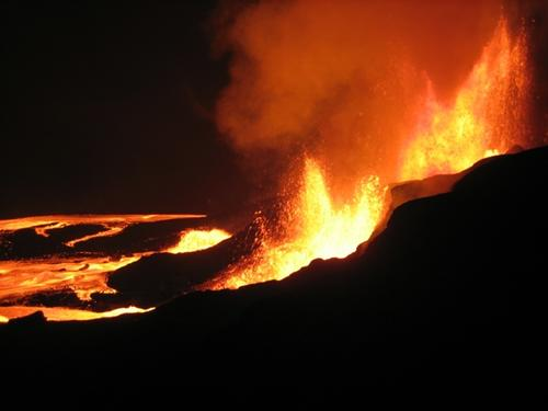 Strombolian-type eruption with the development of lava flux and lava fountain, Hawaii